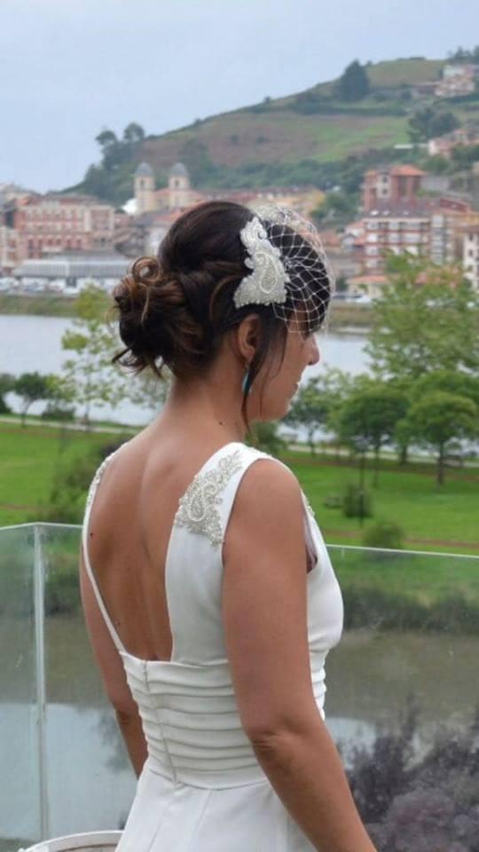 tocado de novia con redecilla en color blanco con pedreria