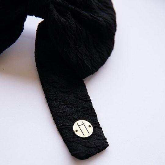 Prendedor con lazo en color negro