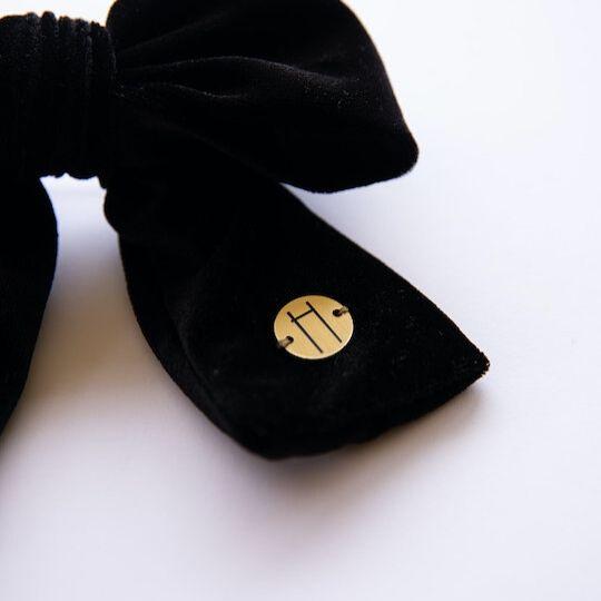 Lazada de terciopelo en color negro