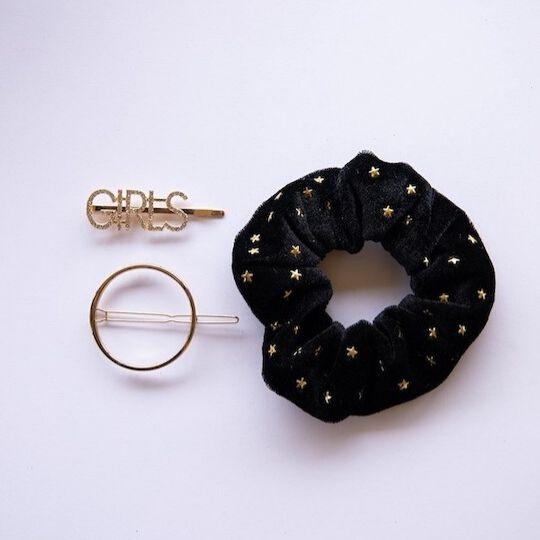 Pack coletero negro con estrellas y horquillas joya