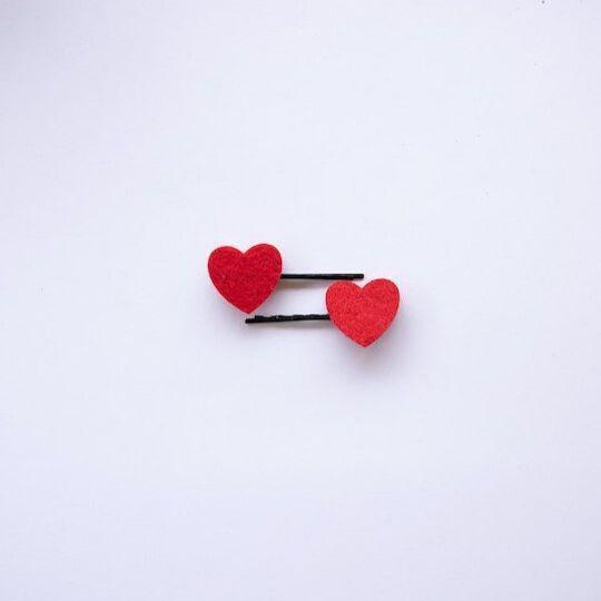 Horquillas corazones rojos
