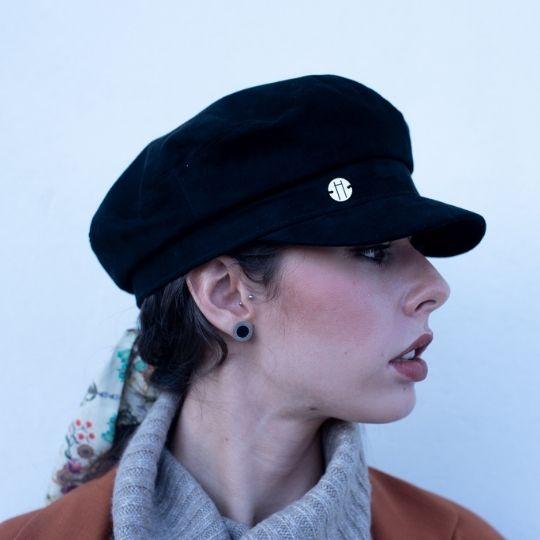 Gorra negra de estilo marinero